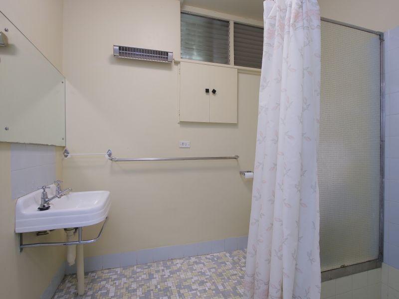 https://propertyphotos.vaultre.com.au/835/770245__reaimport-1568687263-348284-29942.jpg