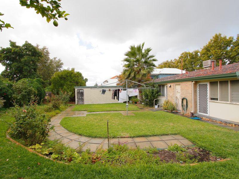 https://propertyphotos.vaultre.com.au/835/770247__reaimport-1568687263-348284-29942.jpg