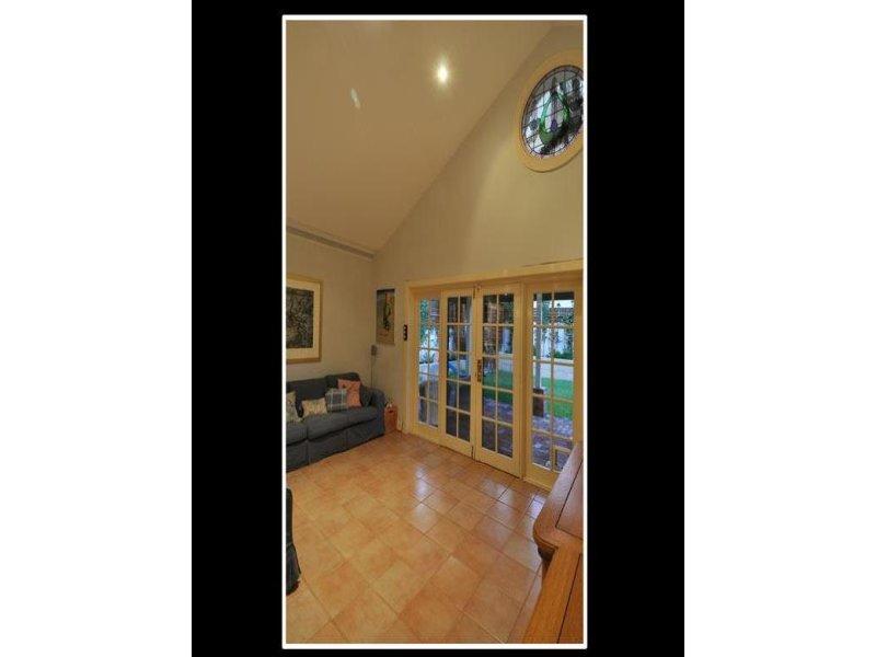 https://propertyphotos.vaultre.com.au/835/770584__reaimport-1568687354-348312-29969.jpg