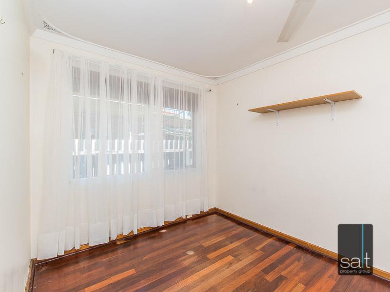https://propertyphotos.vaultre.com.au/835/770721__reaimport-1568687384-348320-29977.jpg