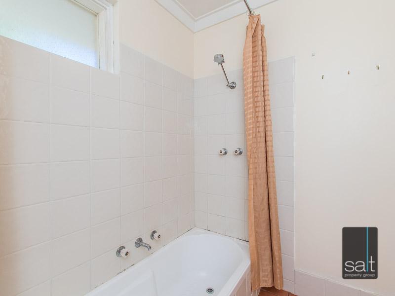 https://propertyphotos.vaultre.com.au/835/770722__reaimport-1568687384-348320-29977.jpg