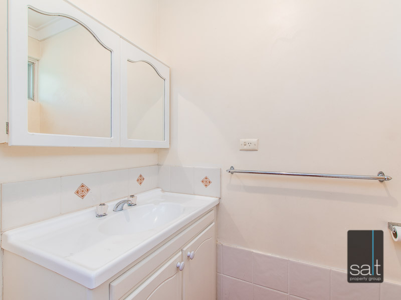 https://propertyphotos.vaultre.com.au/835/770724__reaimport-1568687384-348320-29977.jpg