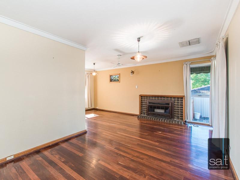https://propertyphotos.vaultre.com.au/835/770725__reaimport-1568687384-348320-29977.jpg