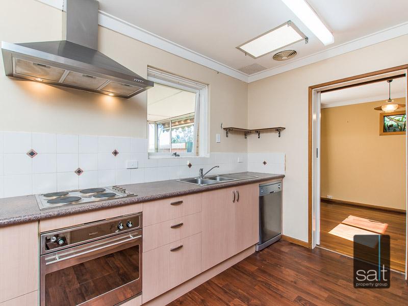 https://propertyphotos.vaultre.com.au/835/770729__reaimport-1568687386-348320-29977.jpg