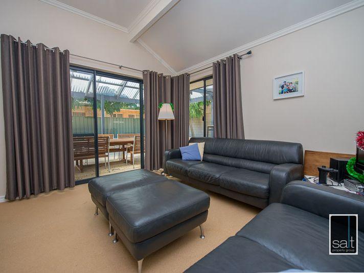 https://propertyphotos.vaultre.com.au/835/770906__reaimport-1568687438-348332-29989.jpg