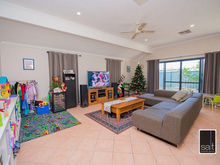 https://propertyphotos.vaultre.com.au/835/770908__reaimport-1568687439-348332-29989.jpg