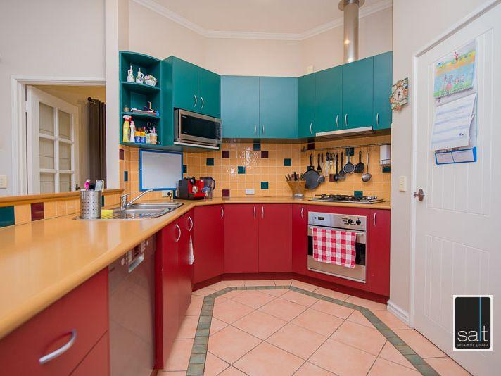 https://propertyphotos.vaultre.com.au/835/770910__reaimport-1568687439-348332-29989.jpg