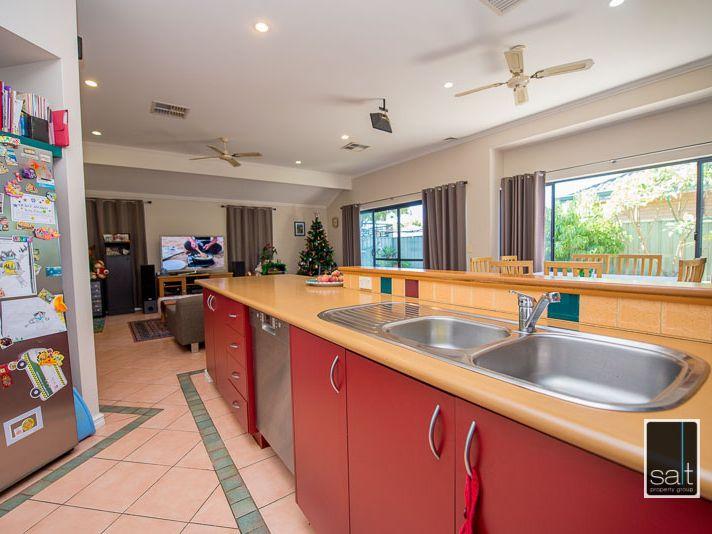 https://propertyphotos.vaultre.com.au/835/770911__reaimport-1568687440-348332-29989.jpg