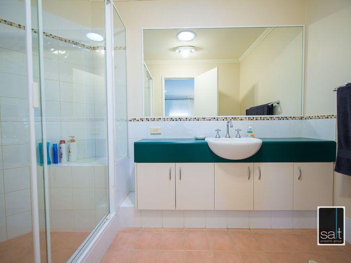https://propertyphotos.vaultre.com.au/835/770913__reaimport-1568687440-348332-29989.jpg