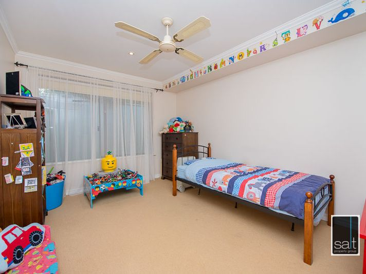 https://propertyphotos.vaultre.com.au/835/770915__reaimport-1568687441-348332-29989.jpg