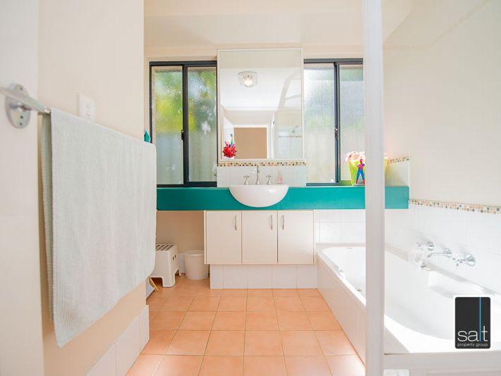 https://propertyphotos.vaultre.com.au/835/770916__reaimport-1568687441-348332-29989.jpg