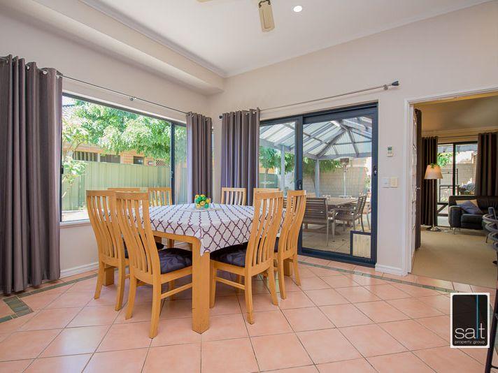 https://propertyphotos.vaultre.com.au/835/770918__reaimport-1568687442-348332-29989.jpg