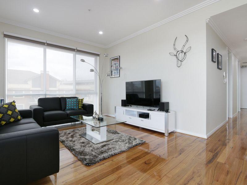 https://propertyphotos.vaultre.com.au/835/771025__reaimport-1568687473-348340-29997.jpg