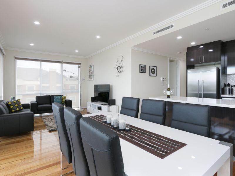 https://propertyphotos.vaultre.com.au/835/771029__reaimport-1568687474-348340-29997.jpg