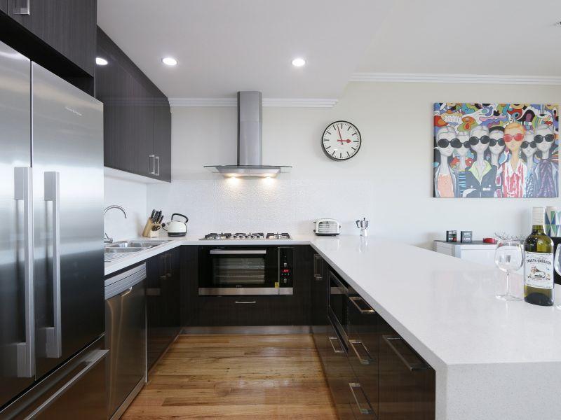 https://propertyphotos.vaultre.com.au/835/771031__reaimport-1568687474-348340-29997.jpg