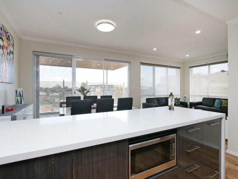 https://propertyphotos.vaultre.com.au/835/771034__reaimport-1568687476-348340-29997.jpg