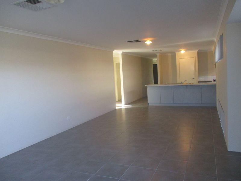 https://propertyphotos.vaultre.com.au/835/771142__reaimport-1568687509-348347-30004.jpg