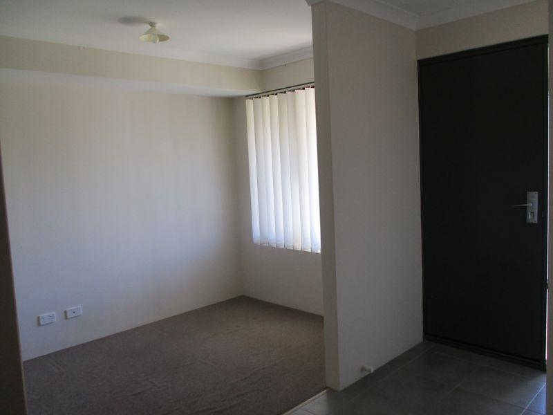 https://propertyphotos.vaultre.com.au/835/771144__reaimport-1568687511-348347-30004.jpg