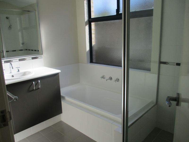 https://propertyphotos.vaultre.com.au/835/771145__reaimport-1568687511-348347-30004.jpg