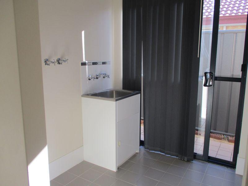 https://propertyphotos.vaultre.com.au/835/771146__reaimport-1568687511-348347-30004.jpg