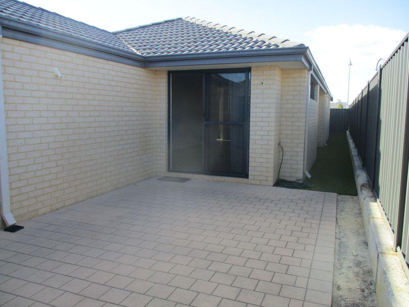 https://propertyphotos.vaultre.com.au/835/771148__reaimport-1568687513-348347-30004.jpg