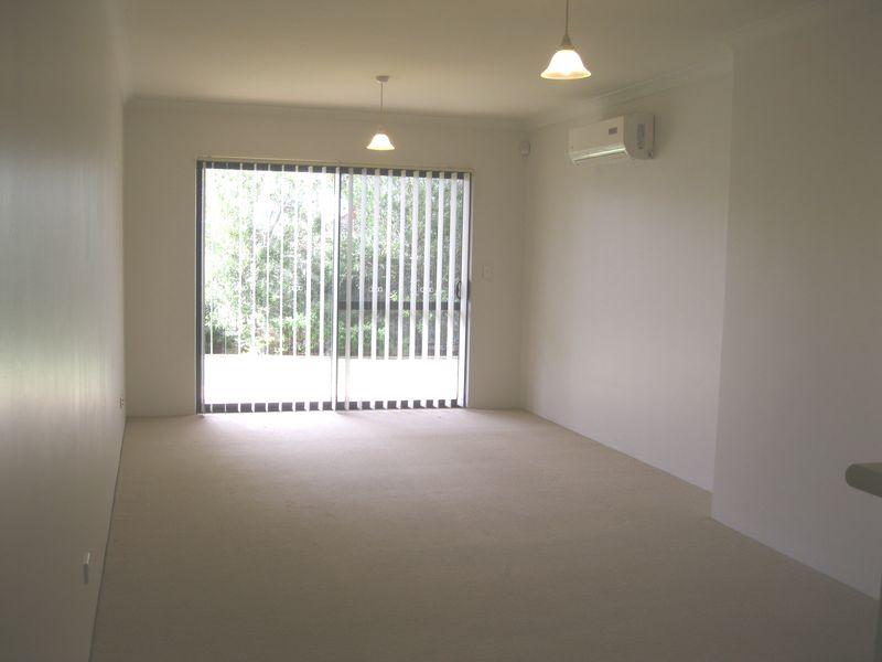 https://propertyphotos.vaultre.com.au/835/771152__reaimport-1568687514-348348-30005.jpg