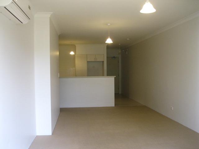 https://propertyphotos.vaultre.com.au/835/771153__reaimport-1568687515-348348-30005.jpg