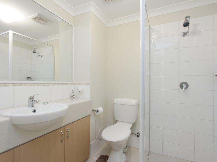 https://propertyphotos.vaultre.com.au/835/771154__reaimport-1568687515-348348-30005.jpg