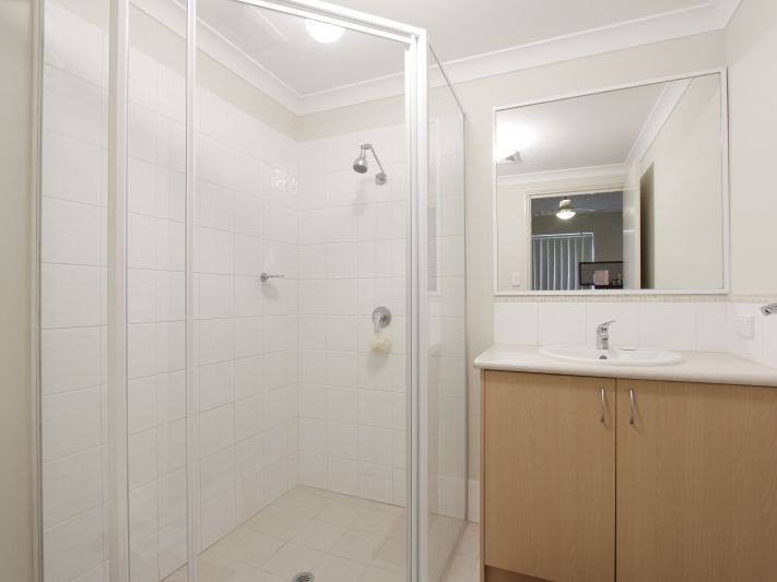 https://propertyphotos.vaultre.com.au/835/771156__reaimport-1568687516-348348-30005.jpg