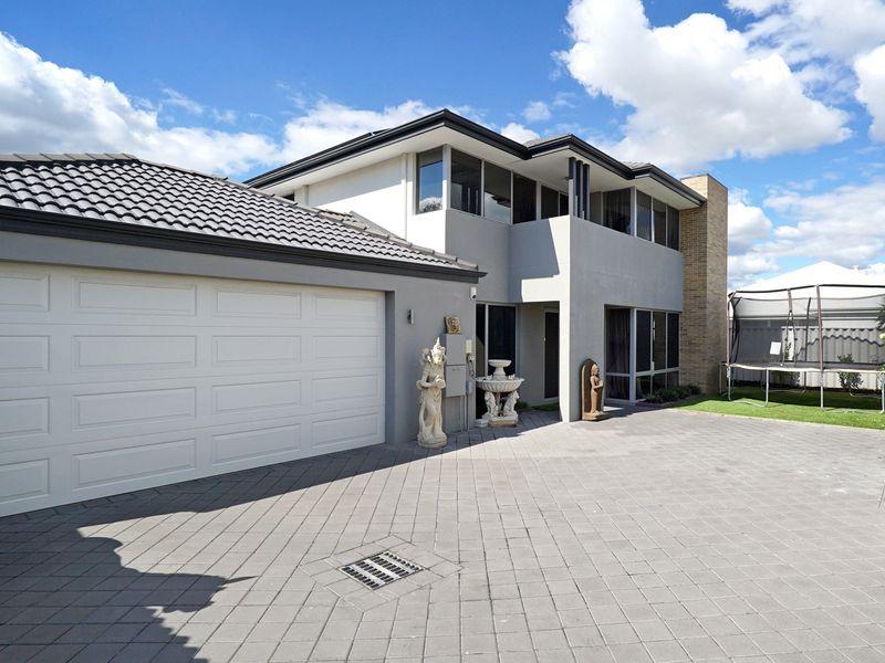 https://propertyphotos.vaultre.com.au/835/771324__reaimport-1568687566-348359-30016.jpg