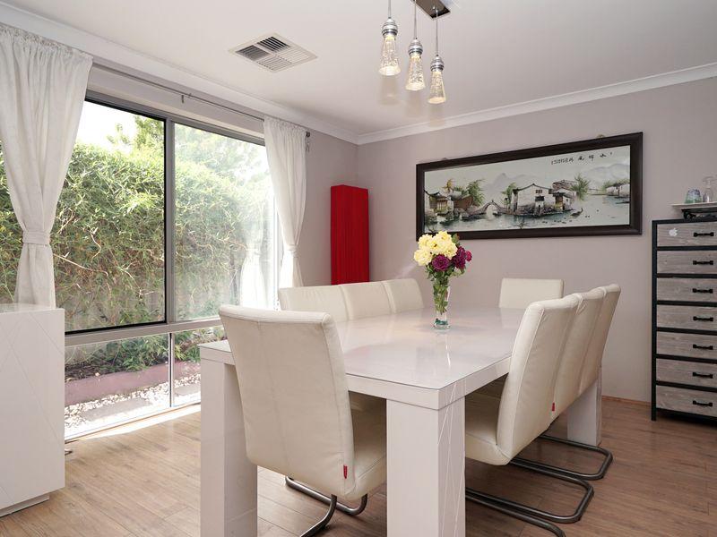 https://propertyphotos.vaultre.com.au/835/771326__reaimport-1568687567-348359-30016.jpg