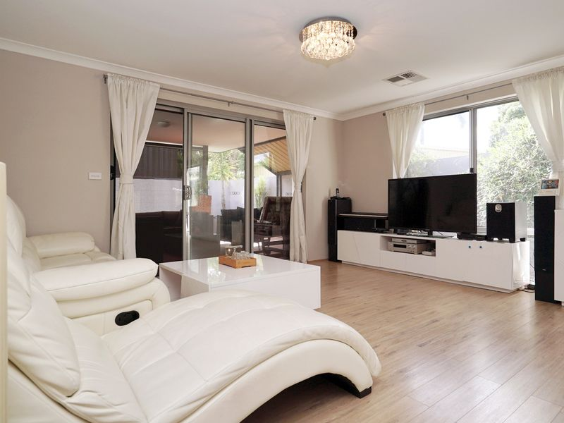 https://propertyphotos.vaultre.com.au/835/771327__reaimport-1568687568-348359-30016.jpg