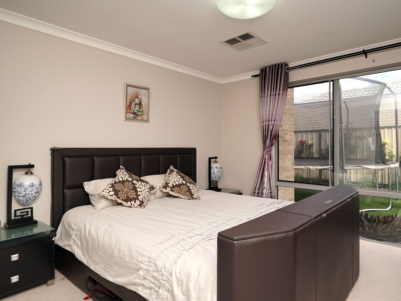 https://propertyphotos.vaultre.com.au/835/771329__reaimport-1568687569-348359-30016.jpg