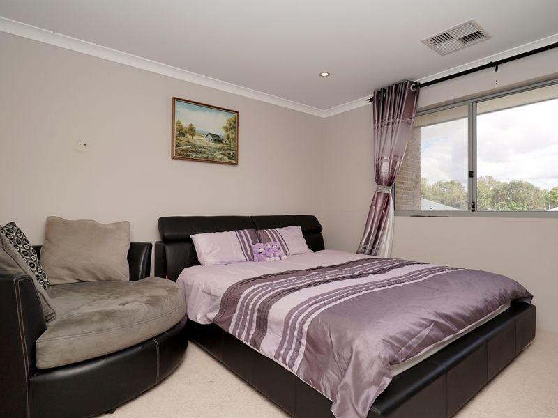 https://propertyphotos.vaultre.com.au/835/771332__reaimport-1568687570-348359-30016.jpg