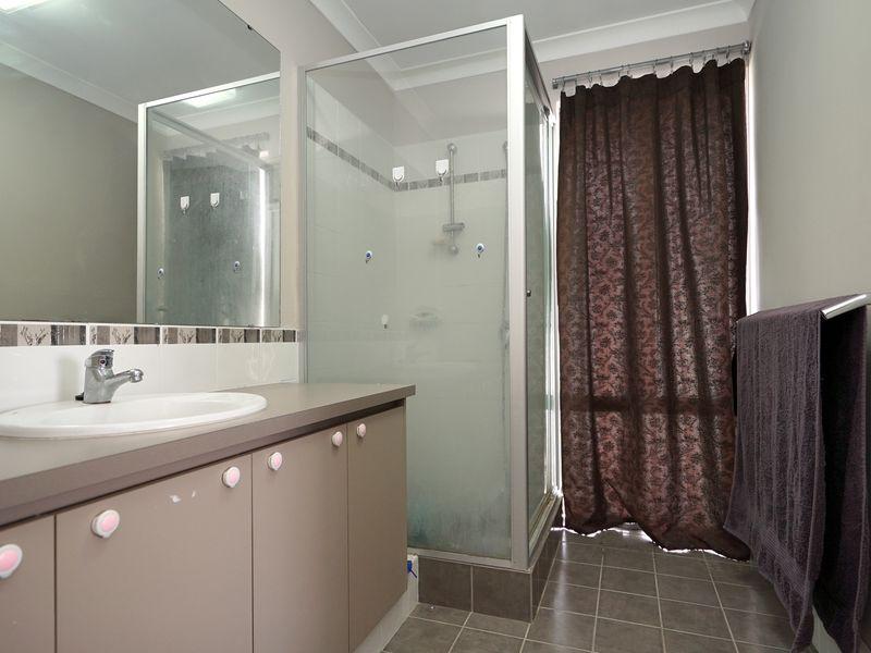 https://propertyphotos.vaultre.com.au/835/771333__reaimport-1568687570-348359-30016.jpg