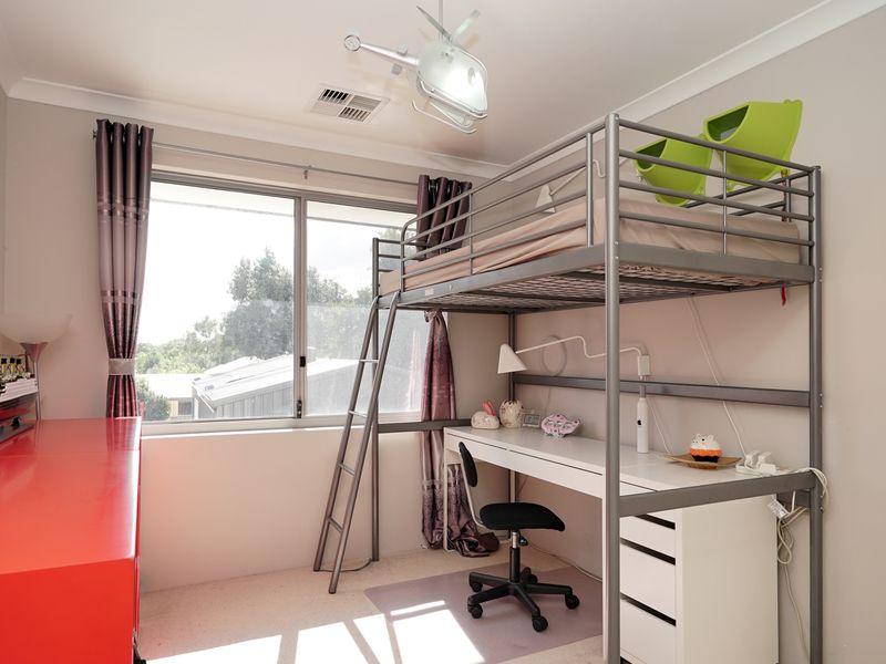 https://propertyphotos.vaultre.com.au/835/771334__reaimport-1568687571-348359-30016.jpg