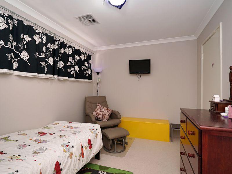 https://propertyphotos.vaultre.com.au/835/771335__reaimport-1568687571-348359-30016.jpg