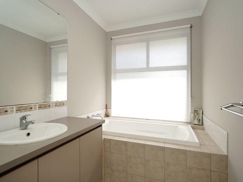 https://propertyphotos.vaultre.com.au/835/771336__reaimport-1568687572-348359-30016.jpg