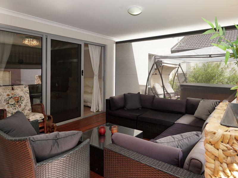 https://propertyphotos.vaultre.com.au/835/771338__reaimport-1568687573-348359-30016.jpg