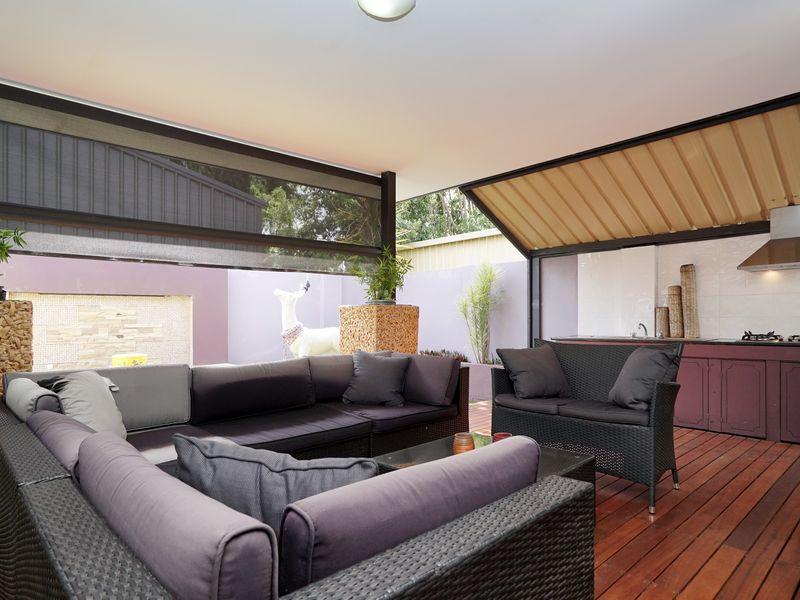 https://propertyphotos.vaultre.com.au/835/771339__reaimport-1568687573-348359-30016.jpg