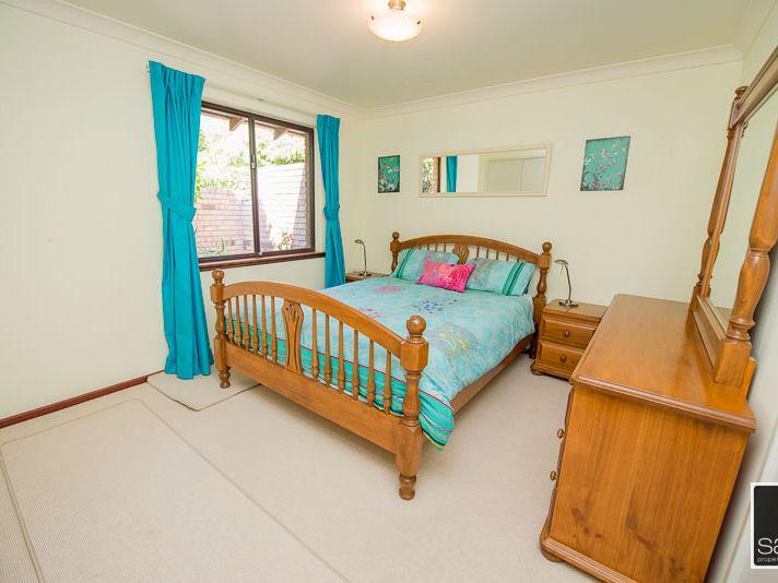 https://propertyphotos.vaultre.com.au/835/771681__reaimport-1568687670-348382-30039.jpg