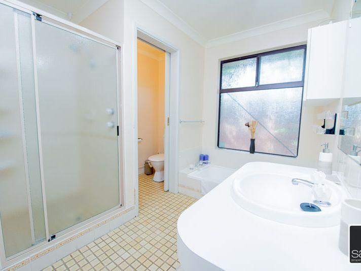 https://propertyphotos.vaultre.com.au/835/771683__reaimport-1568687671-348382-30039.jpg