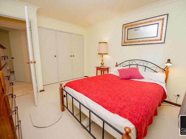 https://propertyphotos.vaultre.com.au/835/771684__reaimport-1568687671-348382-30039.jpg