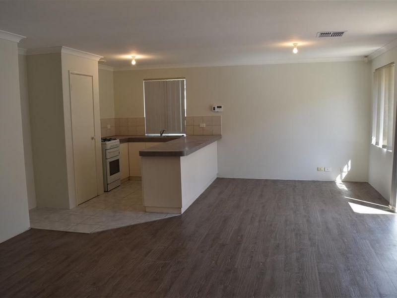 https://propertyphotos.vaultre.com.au/835/771827__reaimport-1568687712-348393-30049.jpg