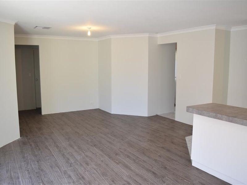 https://propertyphotos.vaultre.com.au/835/771828__reaimport-1568687712-348393-30049.jpg