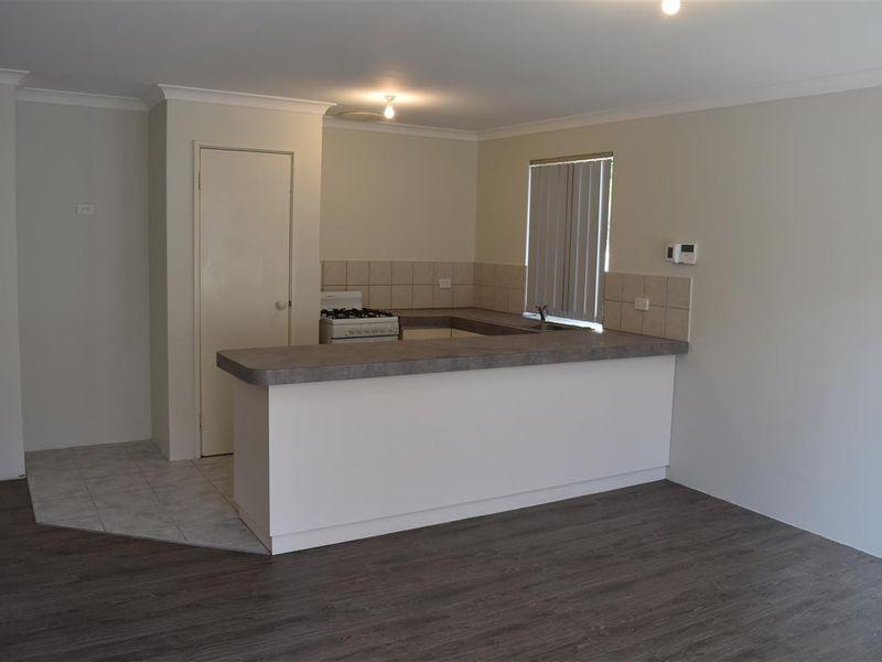 https://propertyphotos.vaultre.com.au/835/771829__reaimport-1568687713-348393-30049.jpg
