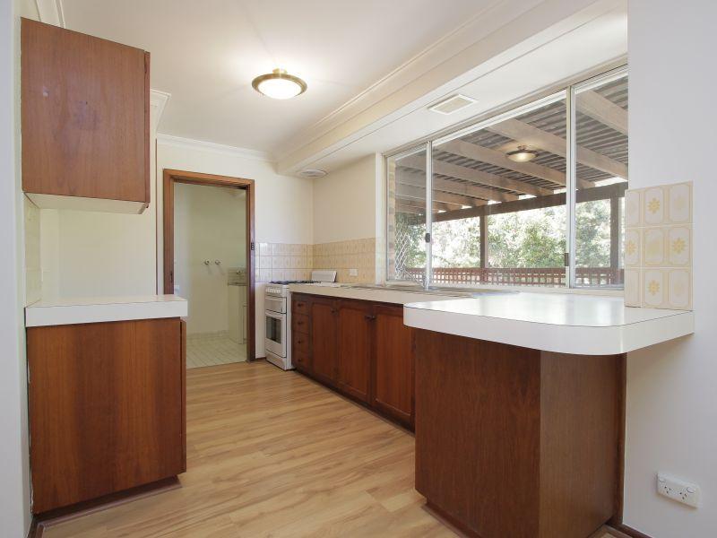 https://propertyphotos.vaultre.com.au/835/771873__reaimport-1568687726-348396-30052.jpg