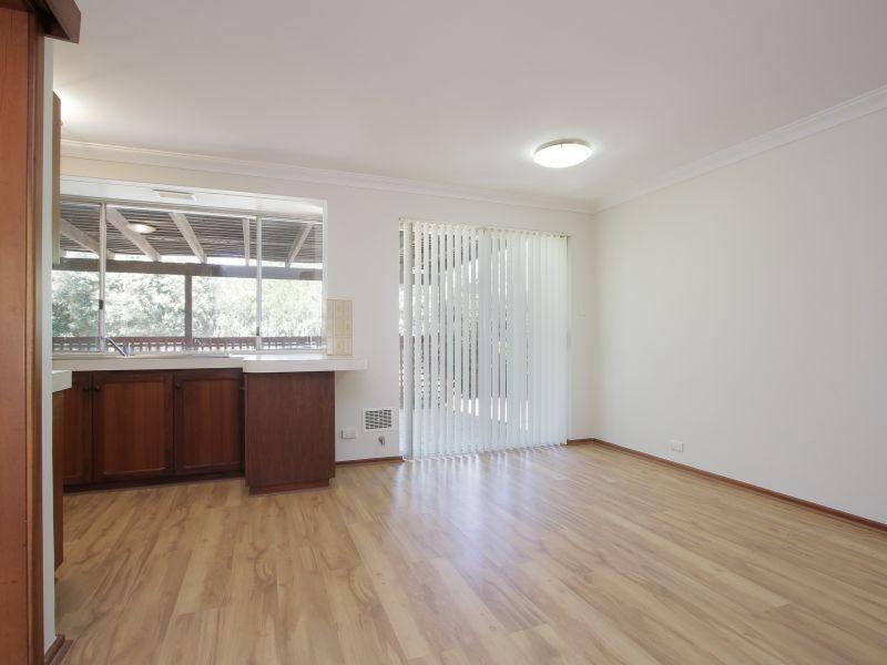 https://propertyphotos.vaultre.com.au/835/771875__reaimport-1568687727-348396-30052.jpg