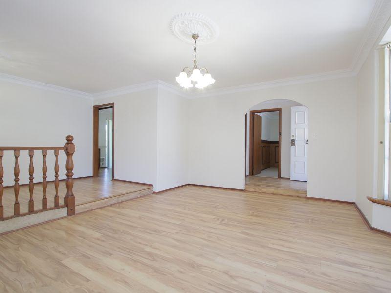 https://propertyphotos.vaultre.com.au/835/771878__reaimport-1568687728-348396-30052.jpg