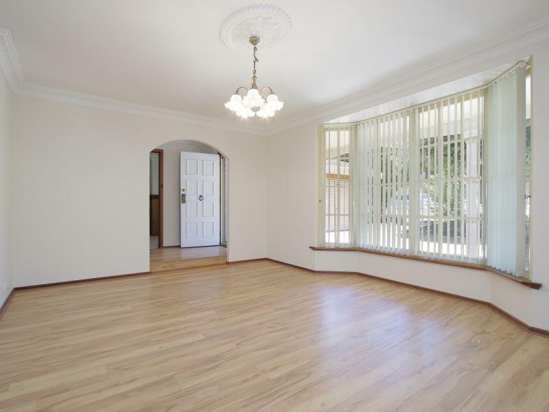 https://propertyphotos.vaultre.com.au/835/771879__reaimport-1568687728-348396-30052.jpg